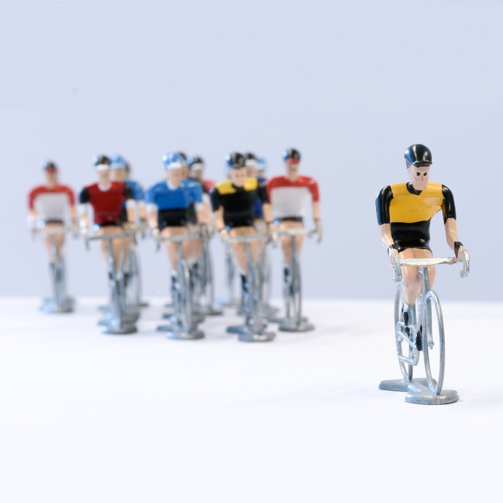 "Cyclists with a ""gap"" between the leader and the group."